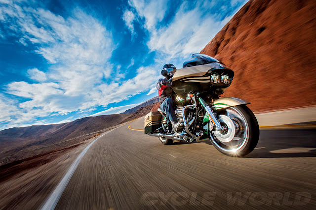 Harley Davidson CVO Road Glide Custom action