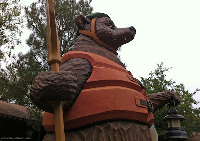 Grizzly River Run statue bear DCA Disney California Adventure