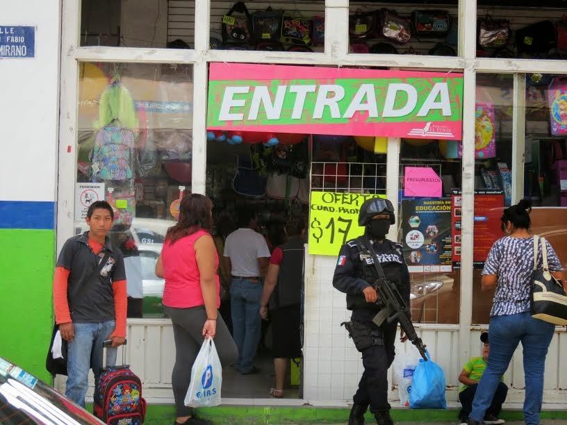 Policía Estatal resguarda compras de regreso a clases