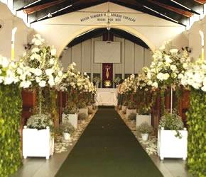 imagens de igrejas decoradas para casamento