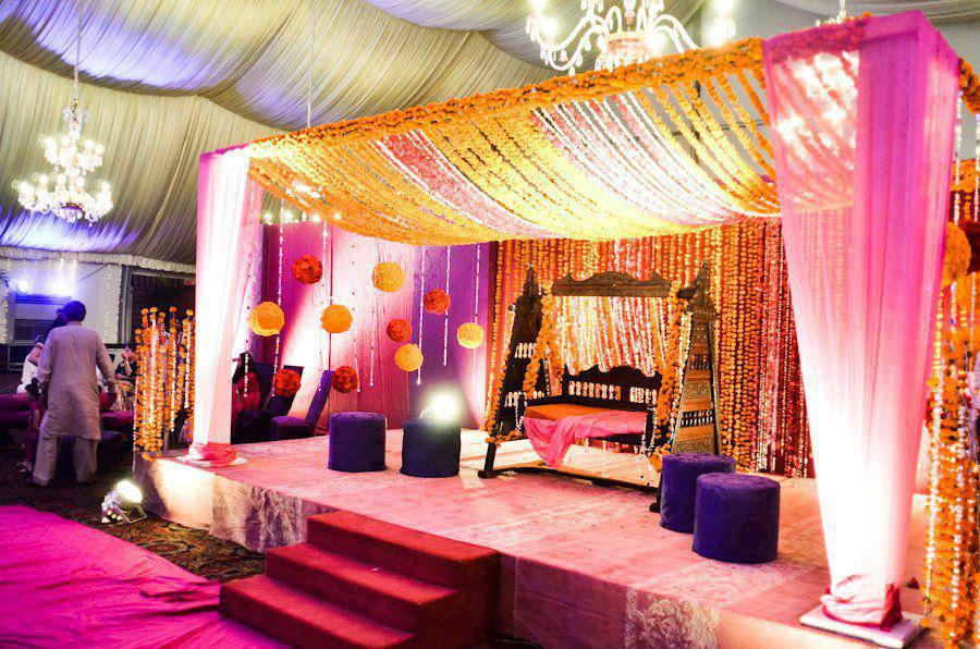 Mehndi Stage Decoration With Flowers : Simple mehndi design shadi arrangements