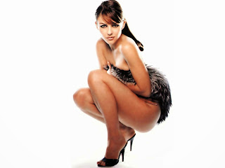 Elizabeth hurley without cloth sitting images
