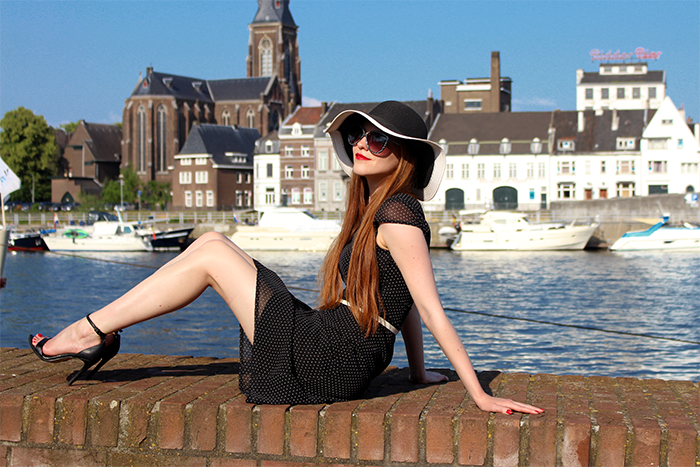 Fashion blogger outfit black white floppy hat polka dots chique 50s retro