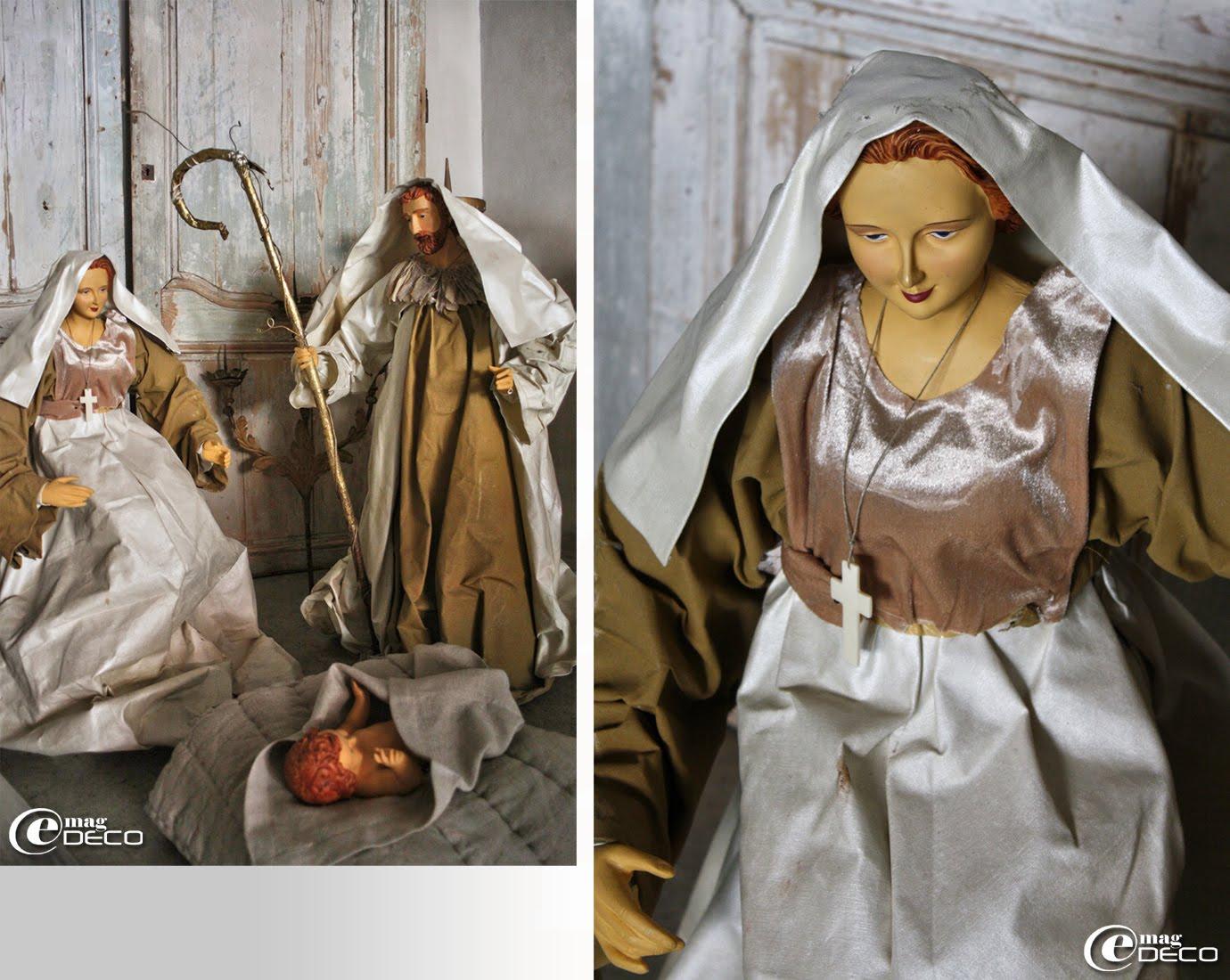 Devant d'anciennes portes, la traditionnelle crèche provençale s'est invitée dans le décor de Noël de la boutique Côté Bastide à Aix-en-Provence