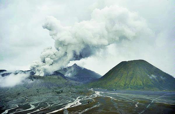 Letusan Gunung Bromo 2