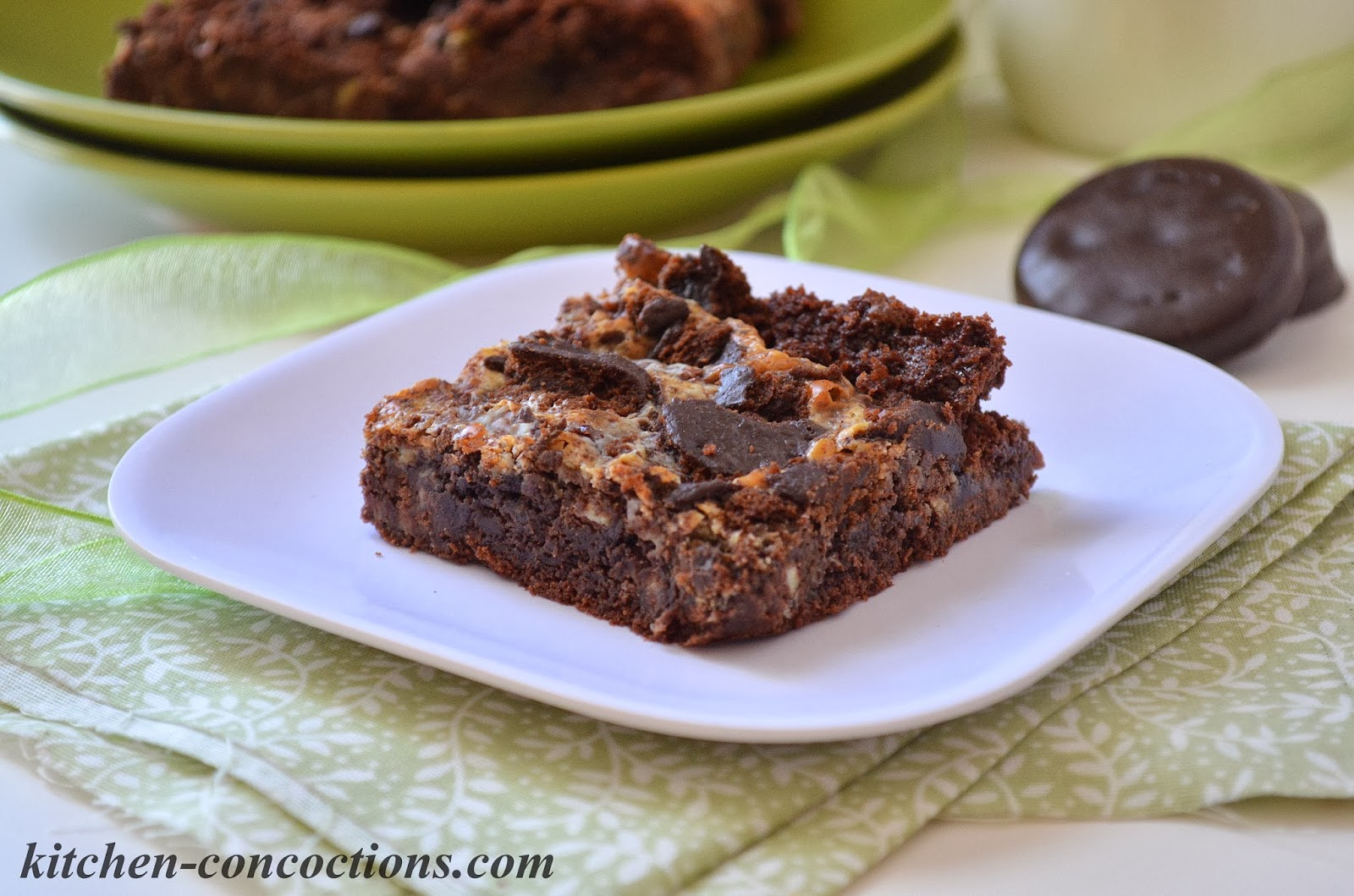Kitchen Concoctions: Thin Mint Gooey Cake Bars
