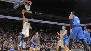 Stephen Curry #30 of the Golden State Warriors shoots a layup against the Dallas Mavericks