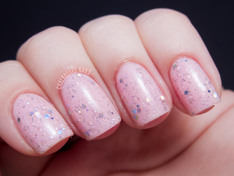Идеи розового маникюра с блестками фото