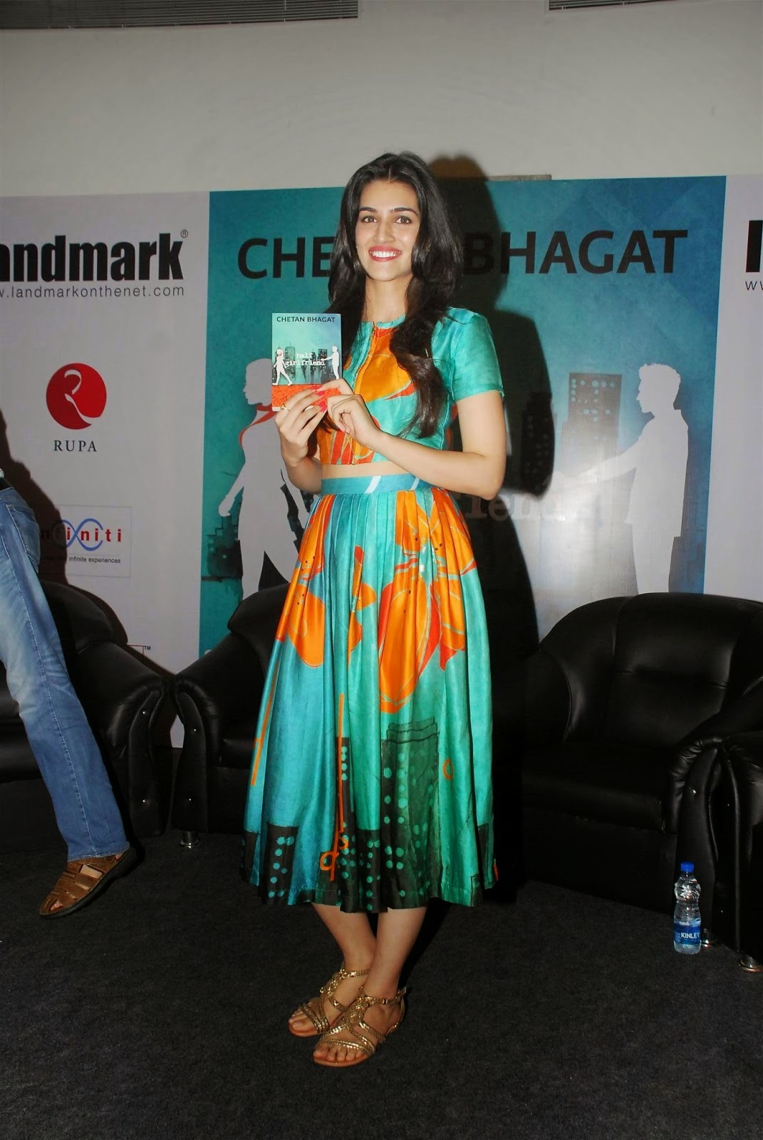 kriti sanon hot pics green dress