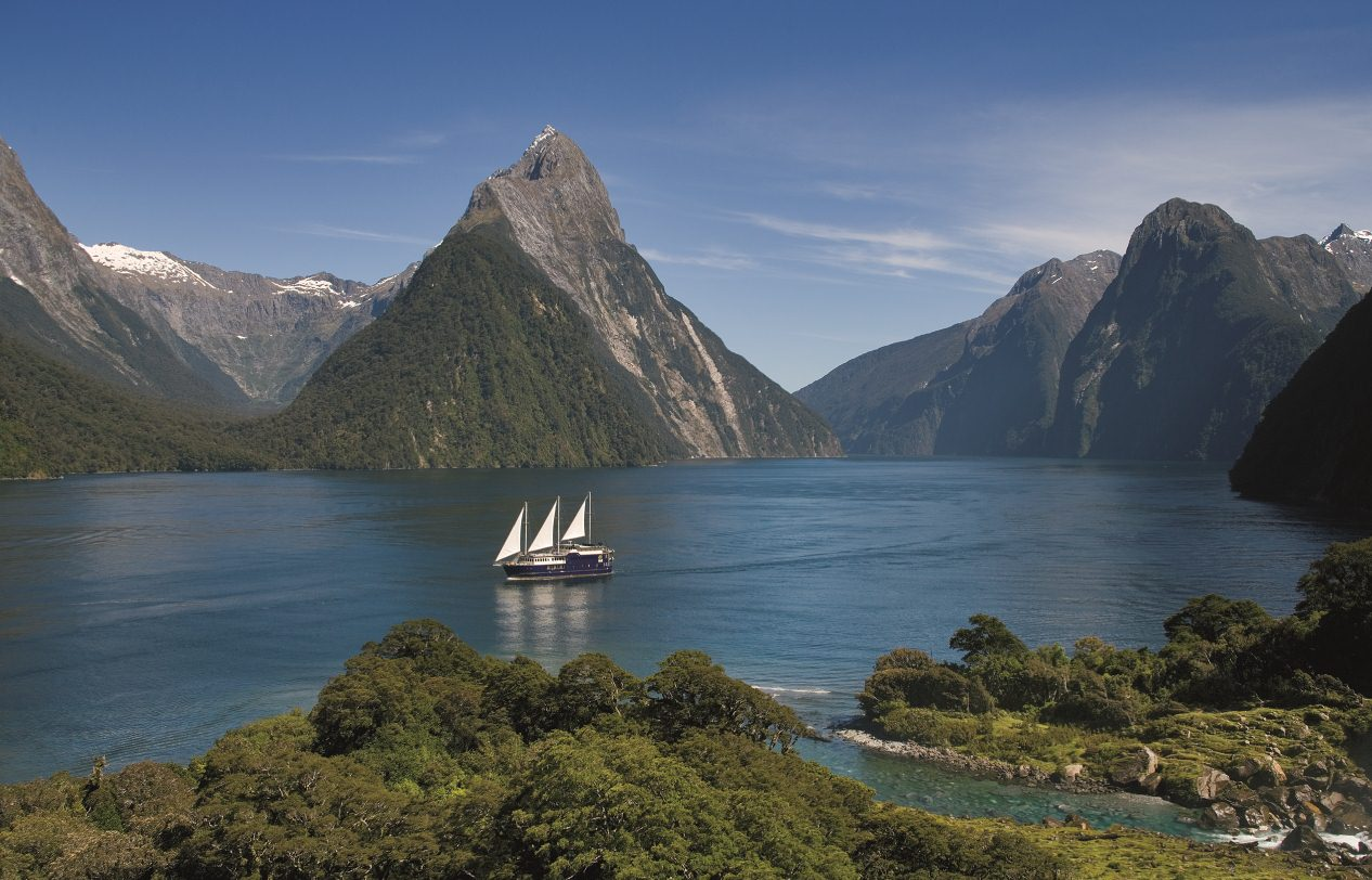 Travel trip journey milford sound new zealand for The milford