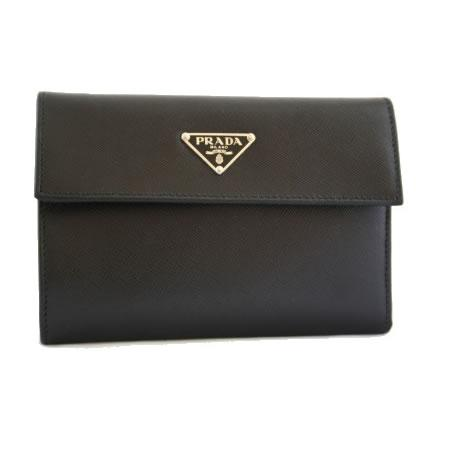 c1ea13741cd2 Wallet measures approximately 4