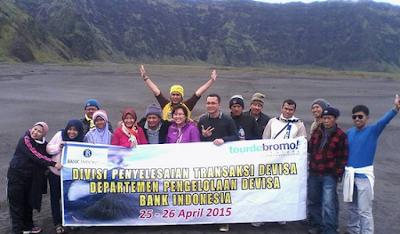 peserta yang di berangkatkan tour de bromo ke gunung bromo