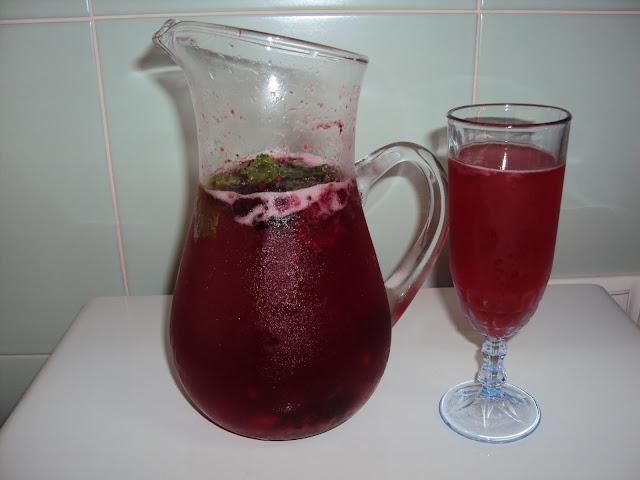 Sangria de Espumante com Frutos Vermelhos