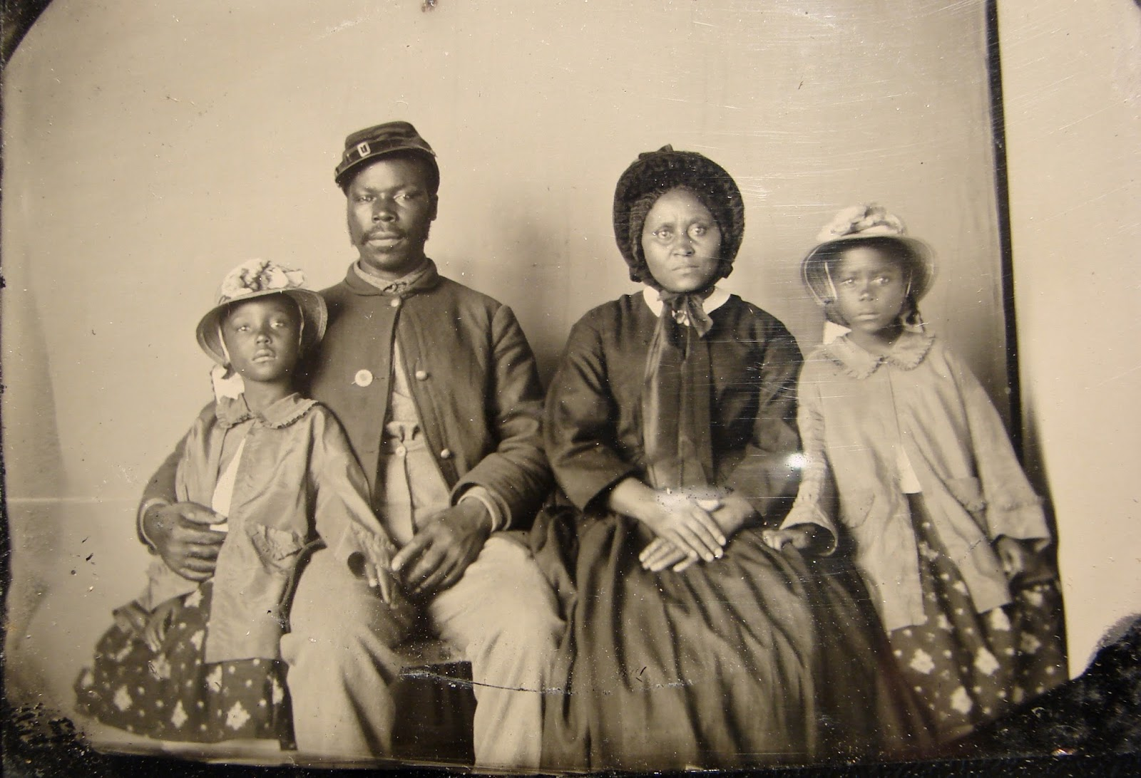 25 Breathtaking Photos From The Past - The only known photograph of an African American Union soldier with his family. c1863-65