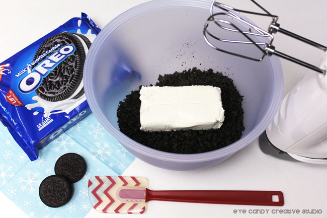 mix cream cheese and cookie crumbs until blended, oreo cookies