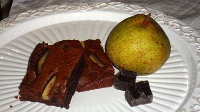 dolce morbido con pere e cioccolato