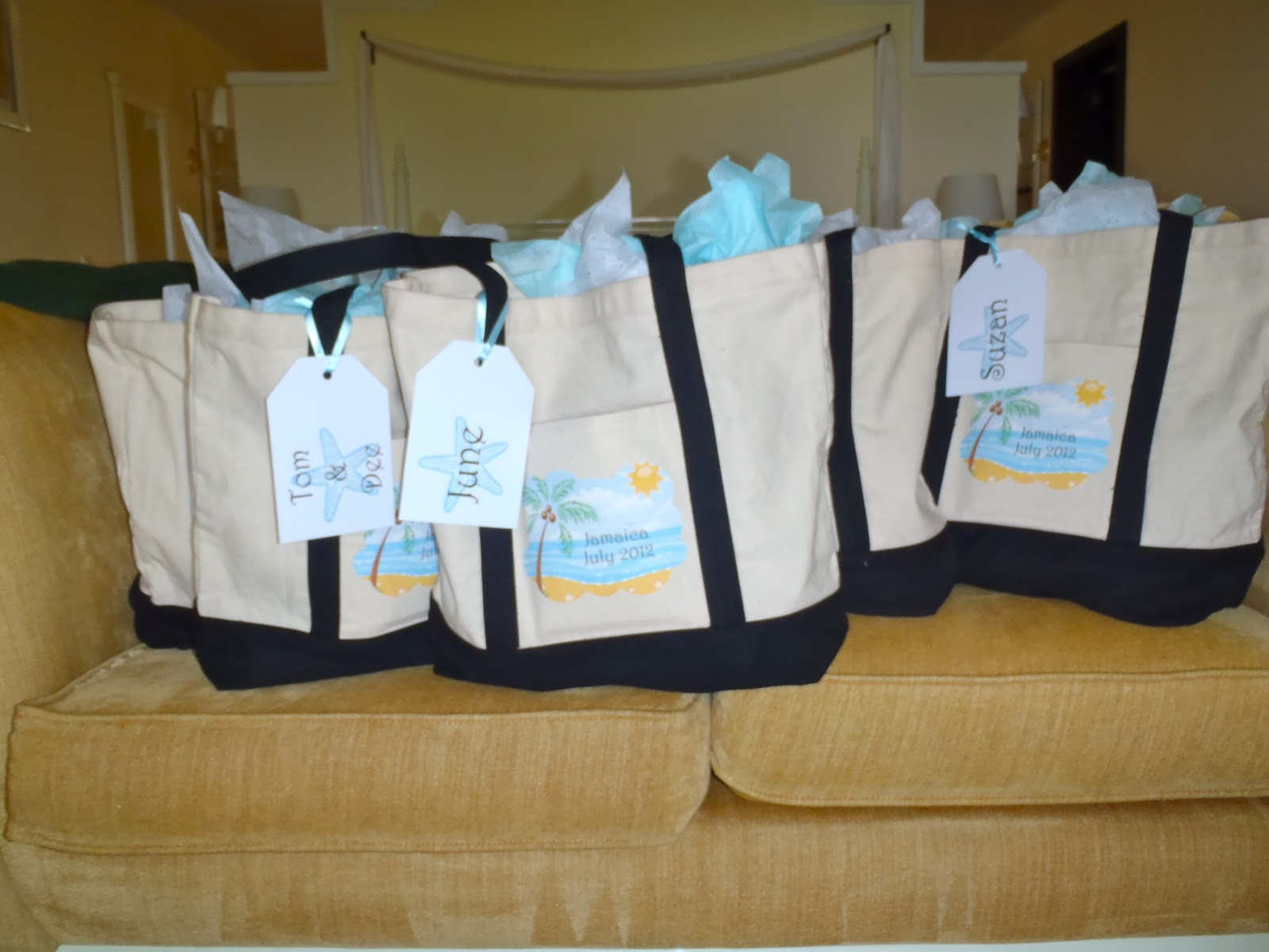 Diy Destination Wedding Gift Bags : Connoisseur of Creativity: DIY Destination Wedding Welcome Bags