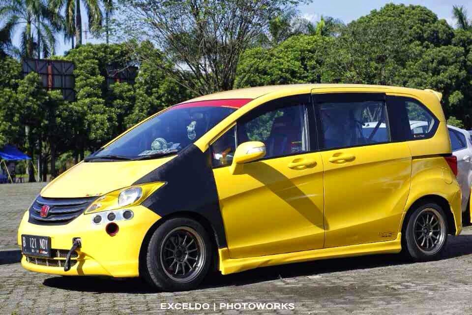 modifikasi mobil honda freed kuning