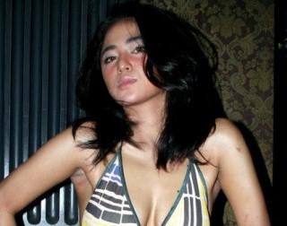 Foto Orang Ngemut Susu Gambar Unyil: Dewi Persik