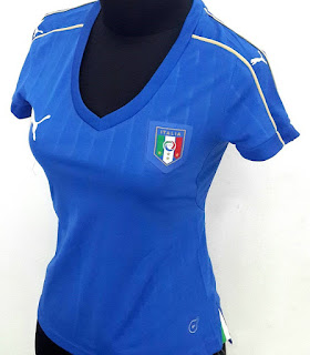 gambar desain terbaru jersey italia euro 2016 gambar foto photo kamera Jersey wanita timnas Italia home puma trebaru Euro 2016 di enkosa sport toko online terpercaya lokasi di jakarta pasar tanah abang