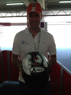 casco de carlos checa