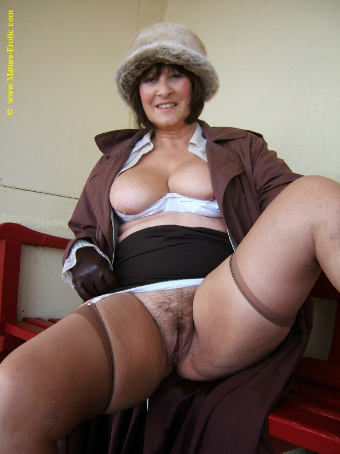 mature hot nancy escort