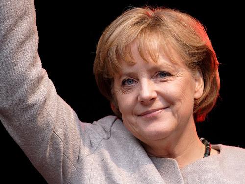 """Europeos Deberían """"tener El Coraje Para Volver A La Iglesia Y La Biblia"""", Dice Merkel"""