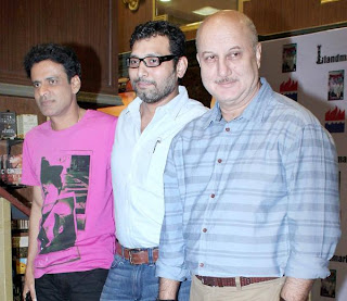 Manoj Bajpayee  & Anupam Kher at unveil of 'Special 26' book