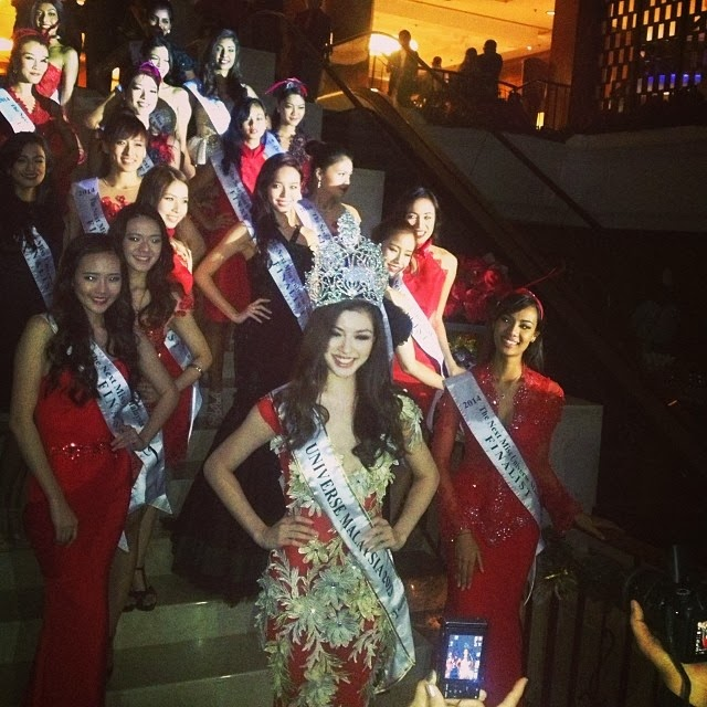 THE QUEEN and The Miss Universe Malaysia 2014 Finalists.