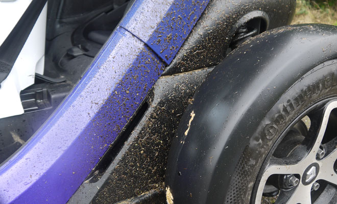 Renault Twizy mudguards don't guard mud