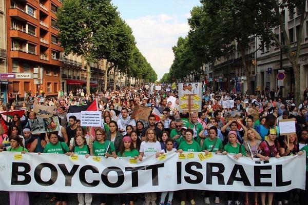 Nas ruas de Paris, protesto pede o Boicote a Israel