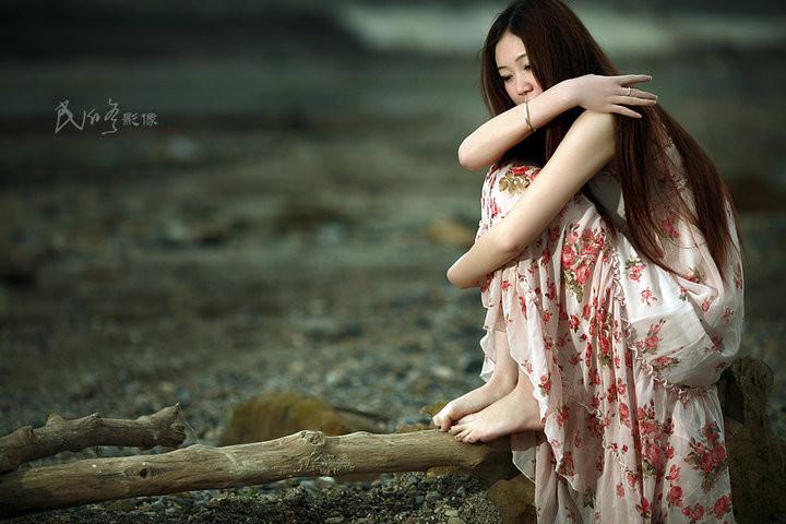 怕一别天上人间 (pà yī bié tiān tiān shàng rén jiān) - Fear of being separated to heaven and earth 再相聚已无缘 (zài xiāng jù yǐ wú yuán) - No fate to meet again