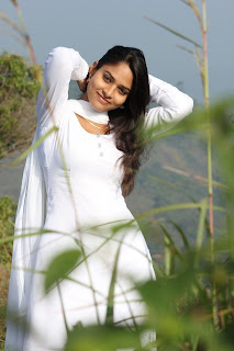 Sanyathara in Pani Vizhum Malar Vanam New Movie Stills 003.jpg