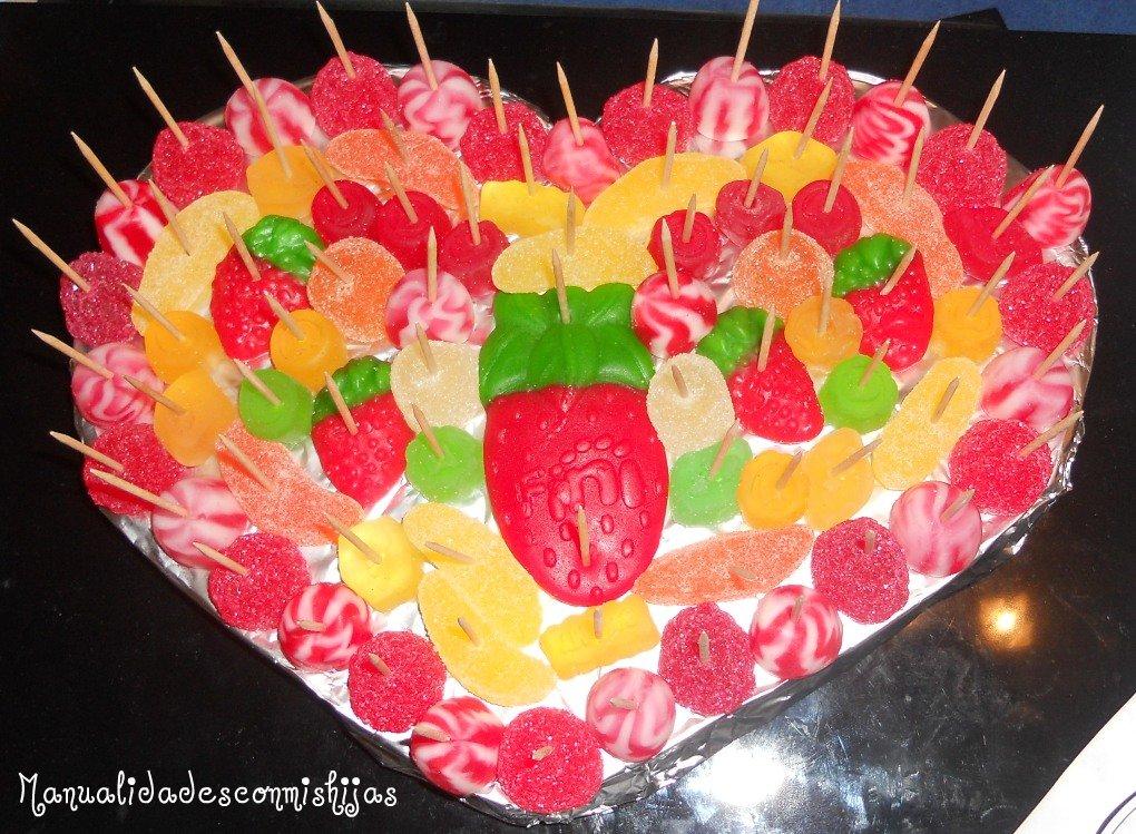 Manualidades con mis hijas tarta de gominolas en forma de - Manualidades con gominolas ...