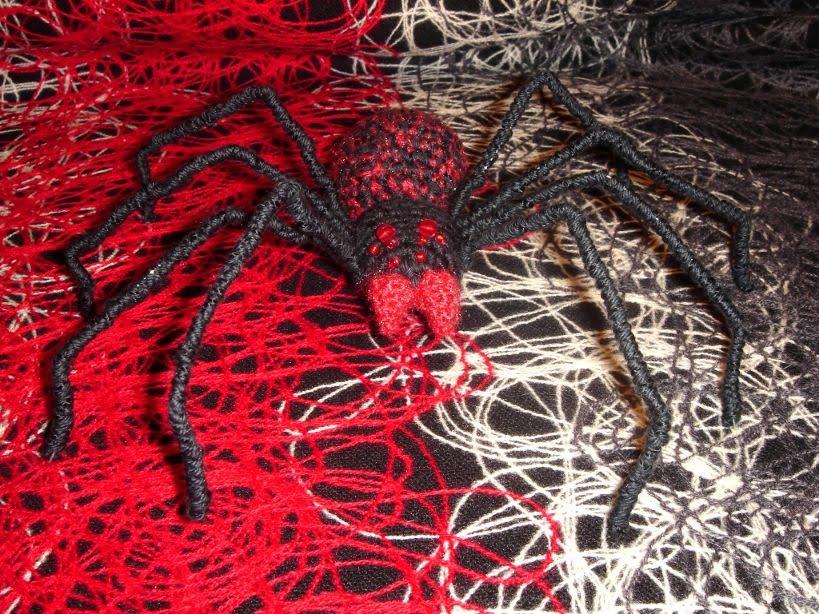 Bajo una seta: Tejiendo la araña