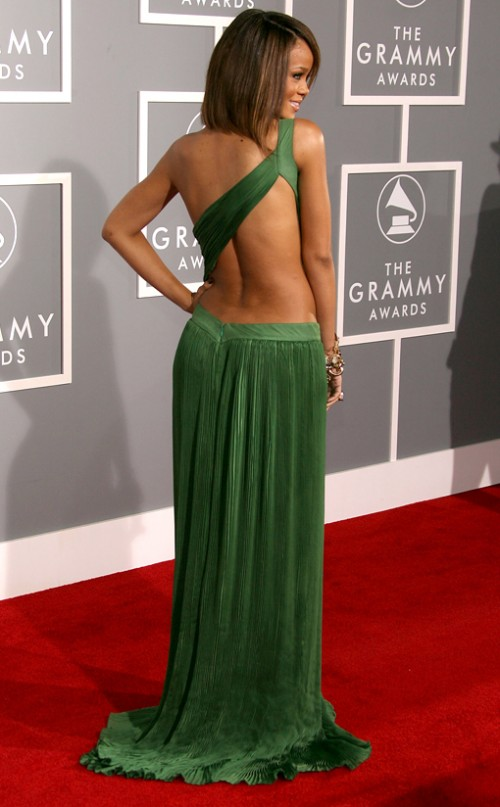 http://2.bp.blogspot.com/-iqtwdkwcRh8/TzZvftES9zI/AAAAAAAAGQ8/_kZ-qVIHymw/s1600/rihanna-49th-Annual-Grammy-Awards-500x807.jpg