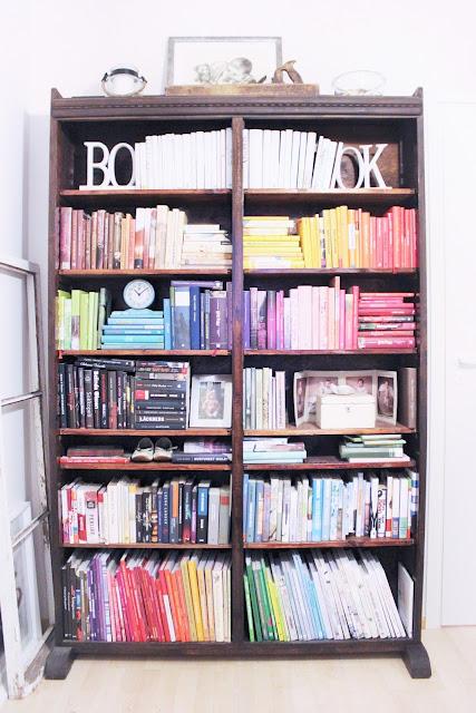 konmari, kirjahyllyn järjestäminen