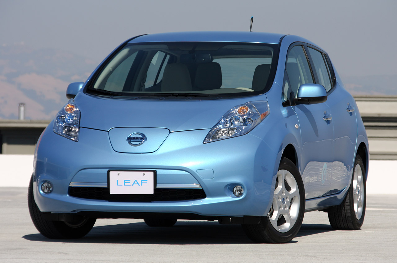 nancys car designs nissan leaf tops 50 000 sales worldwide. Black Bedroom Furniture Sets. Home Design Ideas