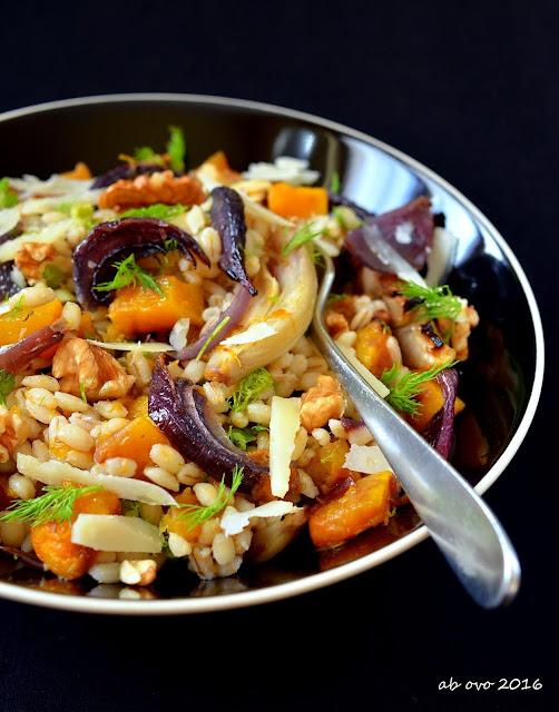 insalata-tiepida-di-orzo-e-verdure-arrostite