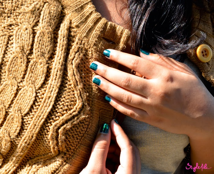 nails, glitter, ombre, gradation, sweater, cable knit, necklace, winter, style file india,