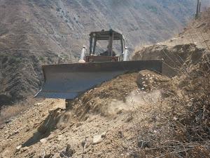 TRACTOR ORUGA EN PLENA CONSTRUCCION