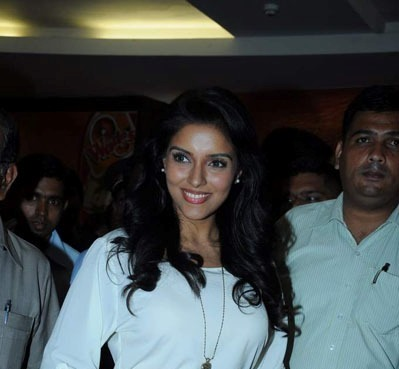 Asin Promotes Ready Film At Provogue Store cleavage