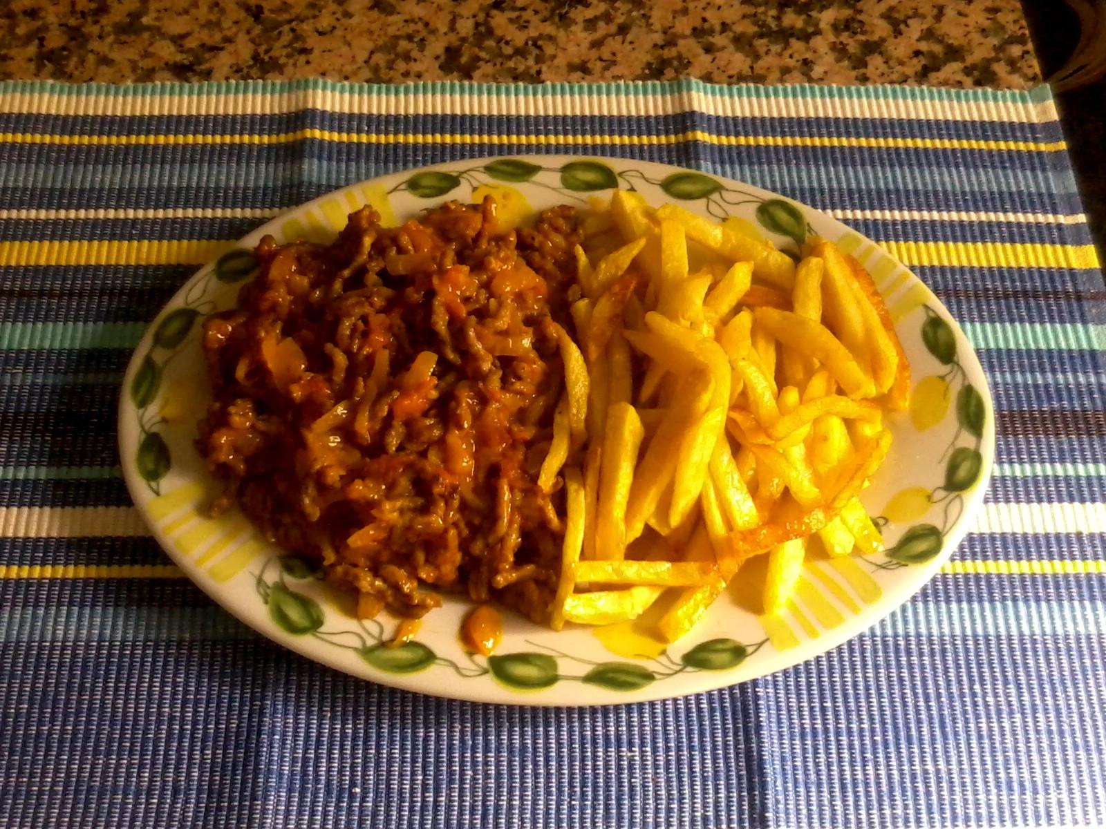 Inmacocinillas carne picada a las hiervas con patatas fritas - Que cocinar con carne picada ...