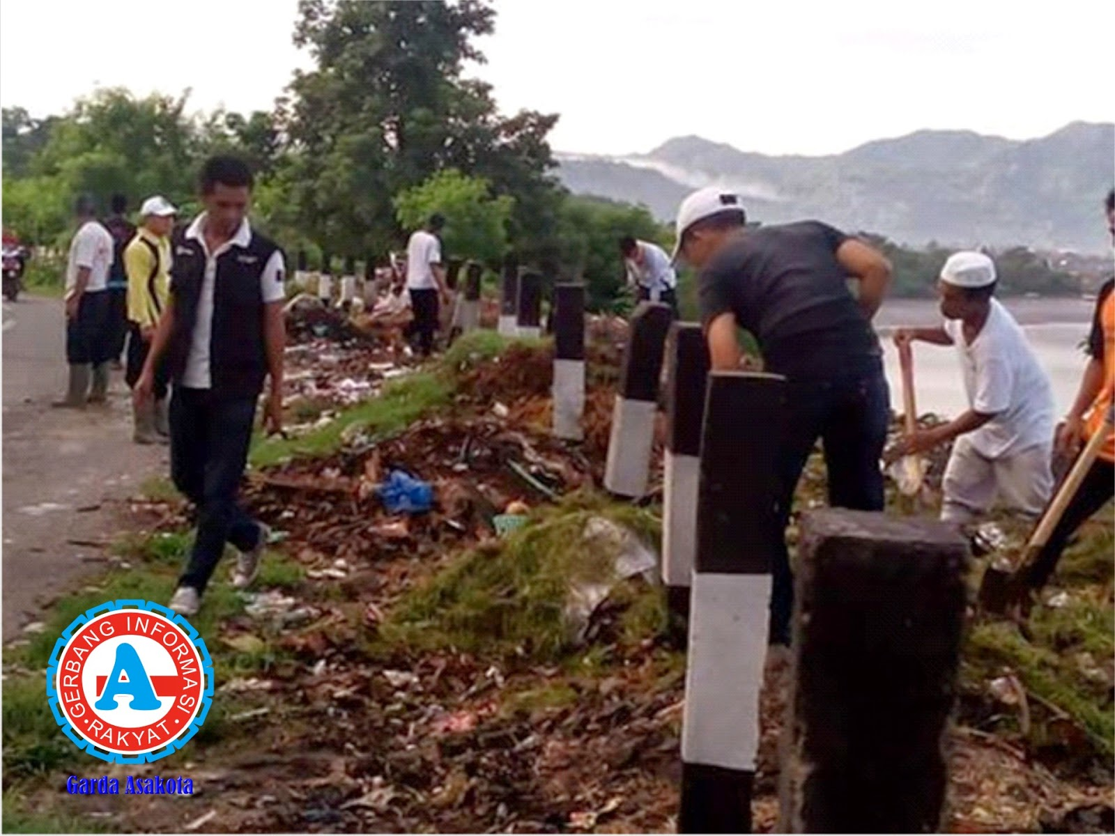 Sampah Menumpuk, Sekcam Asakota Pimpin Gotong-Royong