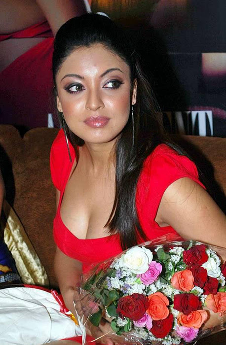 Bengali Beauty Tanushree Dutta in Red Short Skirt, Tanushree Pictures
