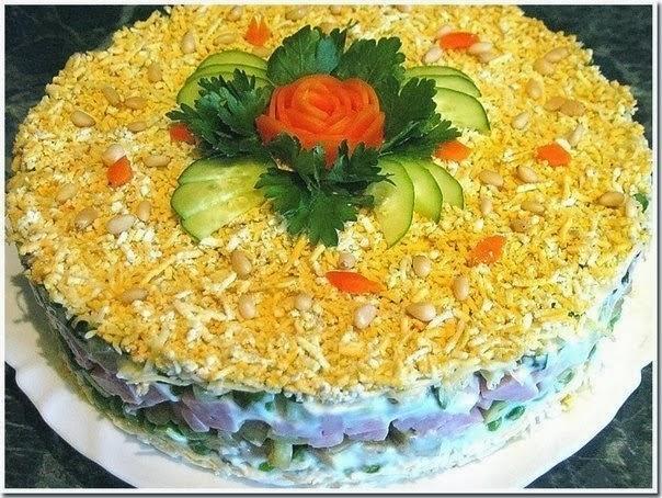 салат с авокадо и ветчиной