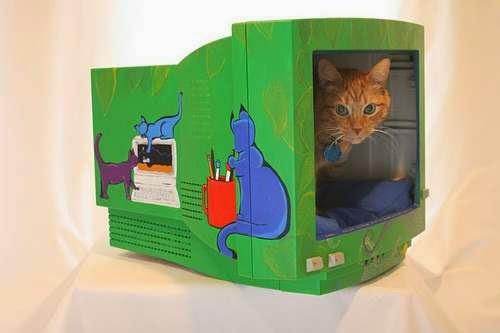 lit pour animaux de compagnie créatif avec un ancien ordinateur