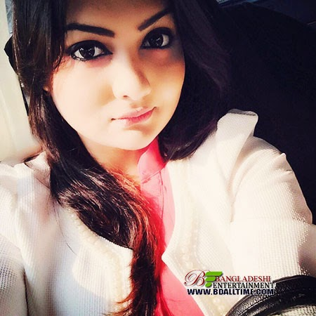 Bangladeshi singer Moumita Tashrin Nodi picture and photo