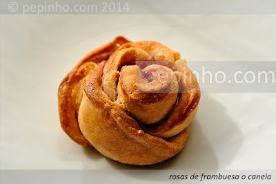 Rosas de ricotta con frambuesa y aroma de rosas