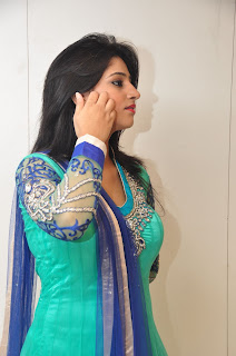 Model Shamili in chudidar at cmr event 012.jpg